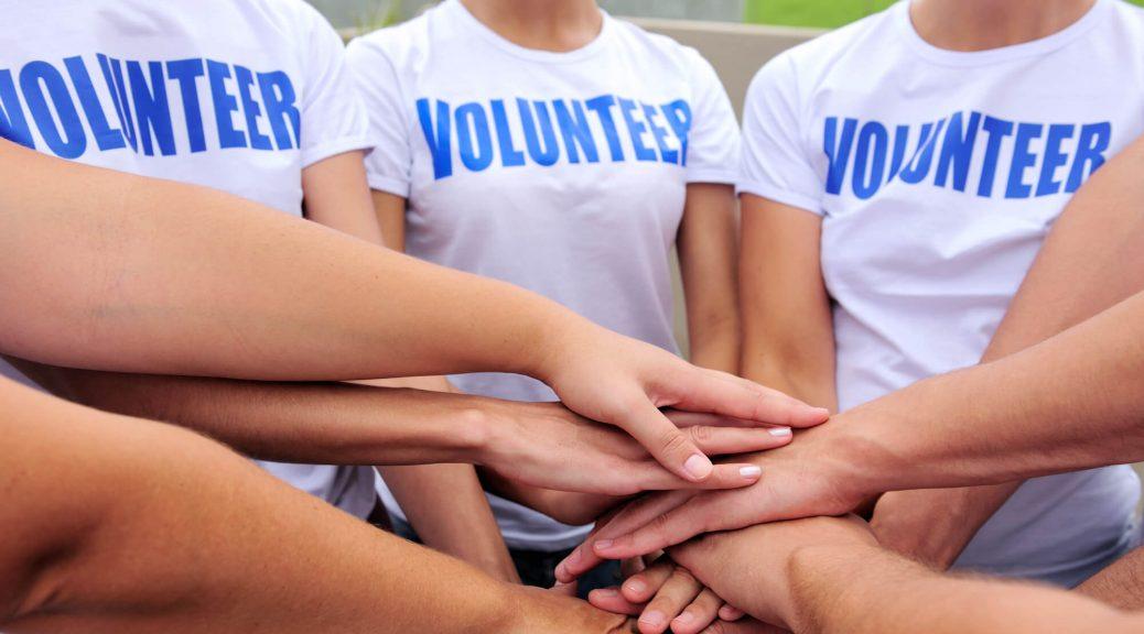 קבוצת מתנדבים בשעת כינוס