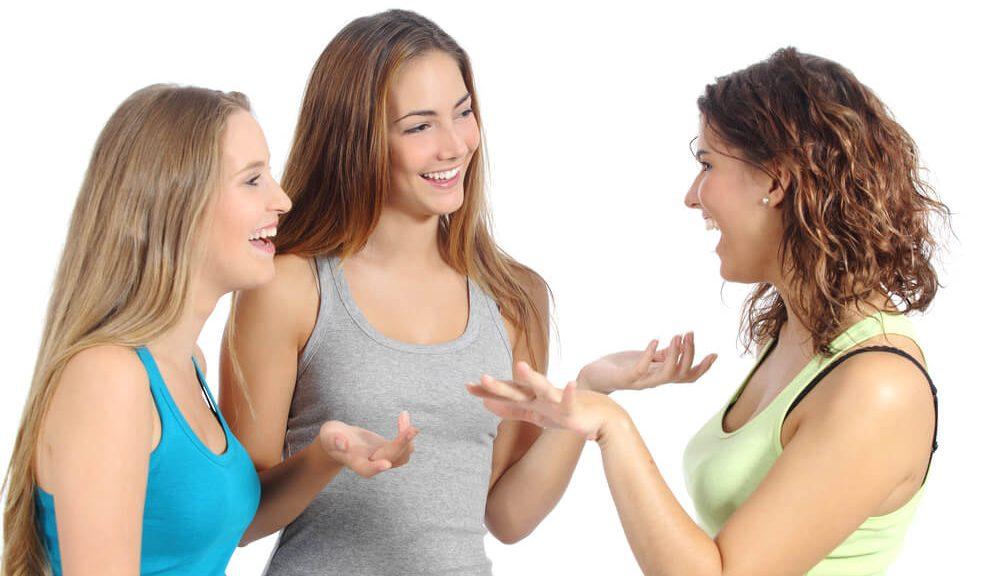 נשים משוחחות